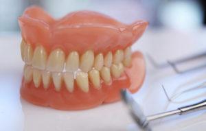 راهنمای نگهداری از دندان مصنوعی