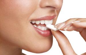 علت مفید بودن آدامس برای دندان